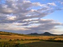 Belle nuvole sopra Ceske Stredohori Fotografia Stock