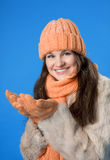 belle orange de fille de capuchon de brunette Photos libres de droits