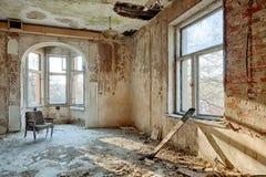 Belle, oubliée et détruite maison image libre de droits