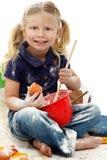 Belle pagaille préscolaire de traitement au four d'enfant de fille photographie stock libre de droits