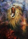 Belle peinture d'un lion sauvage d'hurlement émergeant d'un fond mystique Photographie stock