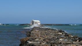 Belle petite église sur la mer banque de vidéos