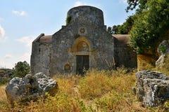 Belle petite chapelle grecque au coucher du soleil sur l'île de Crète - la Grèce images stock