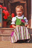 Belle petite fille dans un dirndl Photographie stock libre de droits