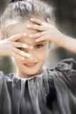 Belle petite fille de sourire Photo libre de droits
