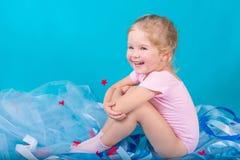 Belle petite fille heureuse Photographie stock libre de droits