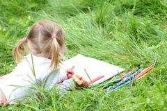 Belle petite fille sur la nature, Image libre de droits