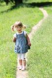 Belle petite fille sur la nature, Photos libres de droits