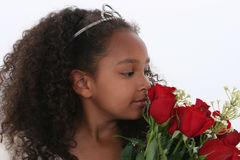 Belle petite princesse With Tiara Smelling Roses au-dessus de blanc Photo stock