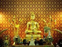 Belle photo d'une statue d'or de Bouddha photographie stock