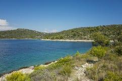 Belle photo de nature et de paysage de jour d'été ensoleillé à la Mer Adriatique en Dalmatie, Croatie, l'Europe Photographie stock libre de droits