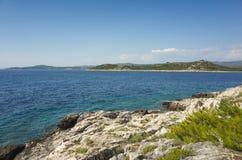 Belle photo de nature et de paysage de jour d'été ensoleillé à la Mer Adriatique en Dalmatie, Croatie, l'Europe Photographie stock