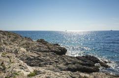 Belle photo de nature et de paysage de jour d'été ensoleillé à la Mer Adriatique en Dalmatie, Croatie, l'Europe Photo libre de droits
