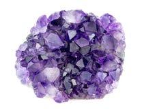 Belle pierre gemme pourpre naturelle de cristaux de géode d'améthyste Image stock
