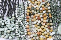 Belle pietre delle perle del braccialetto e della collana del primo piano Fotografia Stock Libera da Diritti