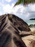 Belle pietre lunghe del mare in spiaggia sul Seychell Immagine Stock Libera da Diritti