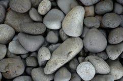 Belle pietre rotonde del basalto sulla spiaggia Fotografia Stock Libera da Diritti