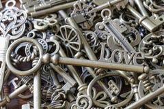 Belle pile de vieilles clés Photographie stock libre de droits