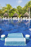 Belle piscine tropicale photos stock