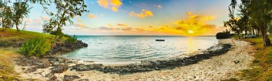 Belle plage au coucher du soleil Panorama Photo libre de droits