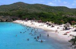 Belle plage bien-maintenue de Knip sur le Curaçao photographie stock libre de droits