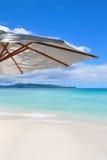 Belle plage blanche de sable à Boracay images stock