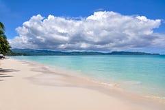 Belle plage blanche de sable à Boracay images libres de droits