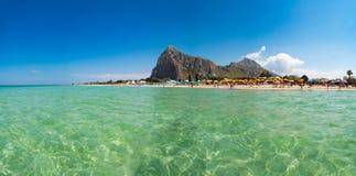 Belle plage blanche de sable dans le capo de lo de San Vito, WI de la Sicile, Italie photos libres de droits