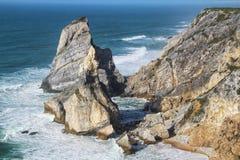 Belle plage d'Ursa avec ses formations de roche colossales photo libre de droits