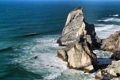 Belle plage d'Ursa avec ses formations de roche colossales photographie stock libre de droits
