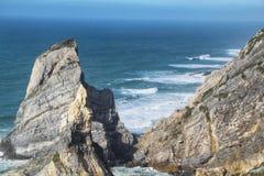 Belle plage d'Ursa avec ses formations de roche colossales photographie stock