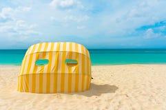 Belle plage dans Aruba, Caraïbes Photo stock