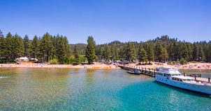 Belle plage dans le lac Tahoe, la Californie Photos stock