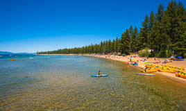 Belle plage dans le lac Tahoe, la Californie Photo libre de droits