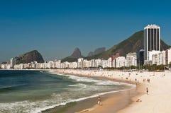 Belle plage de Copacabana sur Sunny Day Photos libres de droits