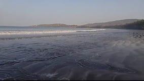 Belle plage de Konkan banque de vidéos