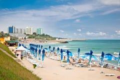 Belle plage de Neptun en été, Roumanie. Photos stock