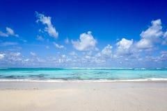 Belle plage de Pandawa sur l'île de Bali en Indonésie image stock