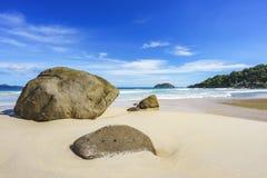 Belle plage de paradis, sable blanc, l'eau de turquoise, paumes, seych Photographie stock
