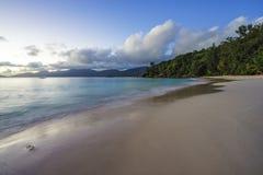 Belle plage de paradis, soleil d'anse, Seychelles Image stock