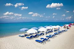 Belle plage de Polychrono sur Kasandra, Halkidiki, Grèce photo stock