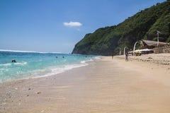 Belle plage du côté sud d'île de Bali Photos stock