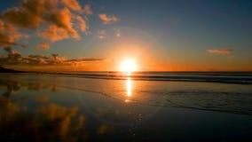 Belle plage sablonneuse au coucher du soleil à Cape Town Photographie stock