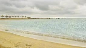 Belle plage sablonneuse jaune Image stock