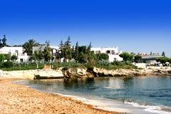 Belle plage sablonneuse le long de la côte du nord de Crète images libres de droits