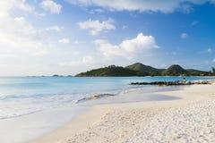 Belle plage sur l'Antigua Photographie stock libre de droits
