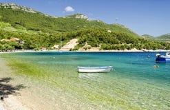 Belle plage sur la péninsule de Peljesac en Dalmatie du sud, Croatie Images stock