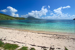 Belle plage sur le saint Kitts Photo stock