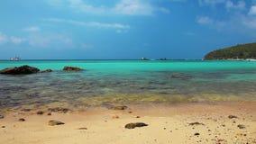 Belle plage tropicale banque de vidéos