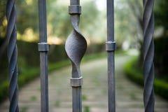 Belle porte abstraite de fer travaillé Photographie stock